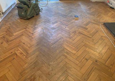 Pine solid block floor