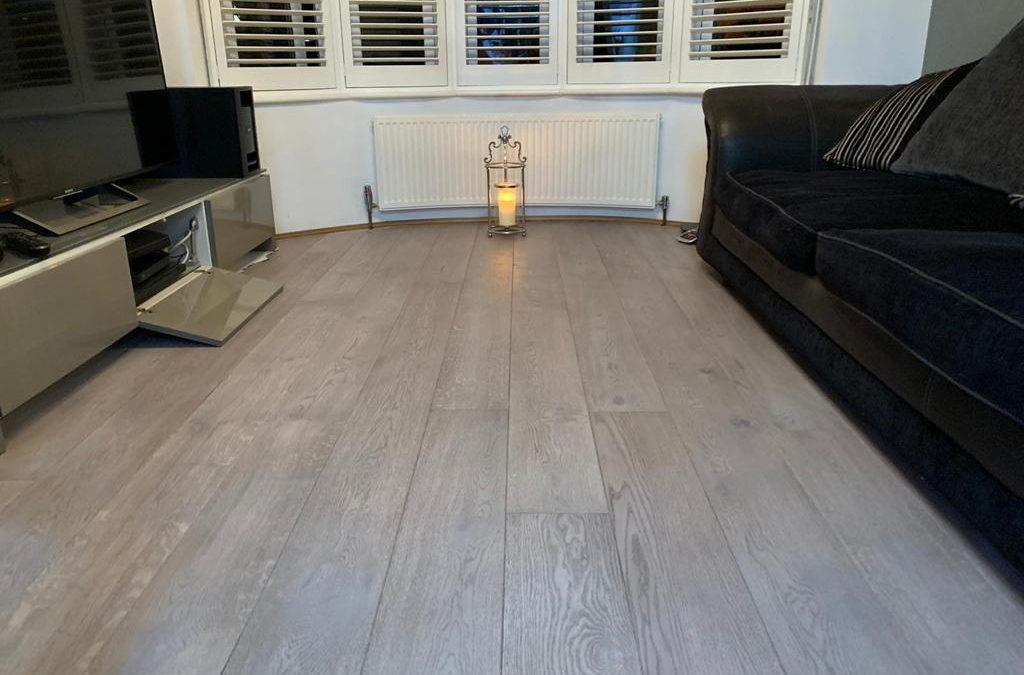 Solid wood floor, floating